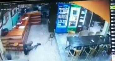 Violento robo en pizzería de Laferrere: balean a empleado y lucha por su vida