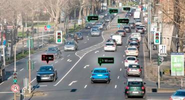 Sistema inteligente de Audi: autos hablan con semáforos y andan con onda verde