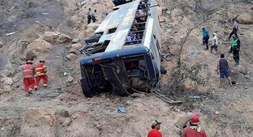 Tragedia en el fútbol: cayó micro a un abismo en Perú y murieron ocho hinchas ecuatorianos