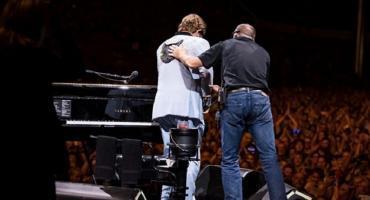 Video: Elton John se quedó sin voz durante show y abandonó el escenario llorando