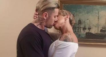 Mónica Farro y su marido Leandro festejaron los meses de casados al desnudo