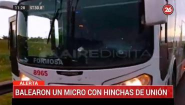 Balearon micro con hinchas de Unión que se trasladaba a Brasil: al menos dos heridos
