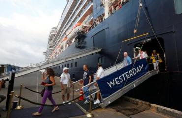 Coronavirus: detectan tarde caso en crucero en Camboya, buscan cientos de pasajeros