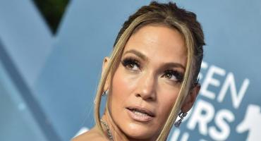 Jennifer Lopez impactó con selfie al natural donde mostró su increíble cuerpo