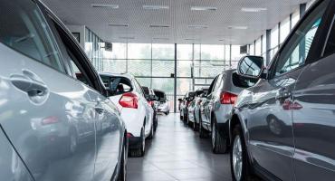 En febrero, caen más de 30% los patentamientos de autos y sector no repunta