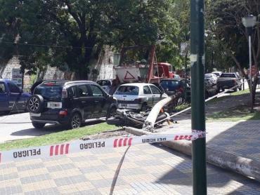 La Plata: cayó un poste de luz y mató a un hombre en la puerta de hospital
