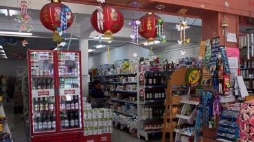 Por el coronavirus, 500 dueños de supermercados chinos no pueden regresar al país