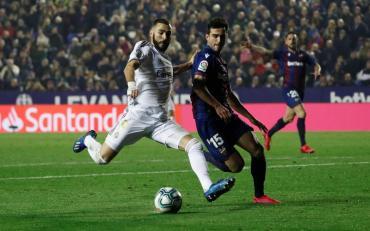 Real Madrid perdió y le cedió la punta de La Liga al Barcelona en la previa del clásico