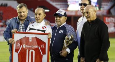 El espectacular y emocionante homenaje a Maradona en cancha de Independiente