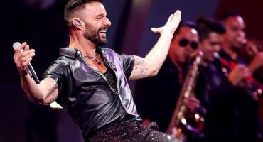 Ricky Martin llegó a Buenos Aires y sorprendió a sus fans en la puerta del hotel