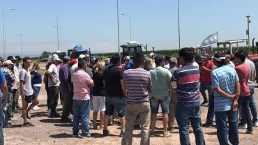 Suba de retenciones: productores realizan un cese de comercialización de granos