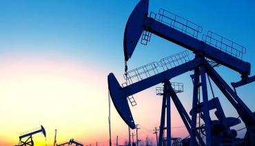 Por fracaso de cumbre de OPEP y coronavirus, se derrumbó el petróleo un 30%