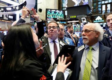 Wall Street abre verde y Dow Jones gana 200 puntos por medidas contra el coronavirus