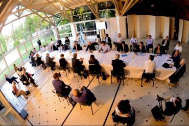 Coronavirus: Alberto Fernández se reúne con funcionarios y especialistas para definir cuarentena