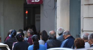 Coronavirus en la Argentina: desde el viernes abrirían los bancos para pagar jubilaciones