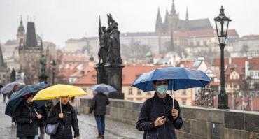 República Checa concientiza en el uso de mascarillas para prevenir propagación de coronavirus