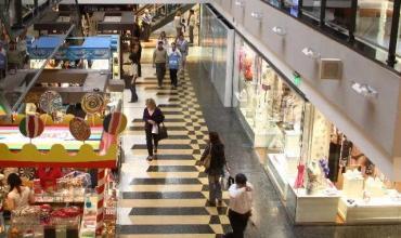 Ventas en Centros de Compras retrocedieron 46,7% interanual en noviembre de 2020, según INDEC