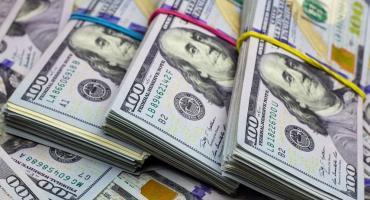 El dólar ilegal bajó a 123 pesos y acumuló un descenso del 11% en las últimas dos jornadas