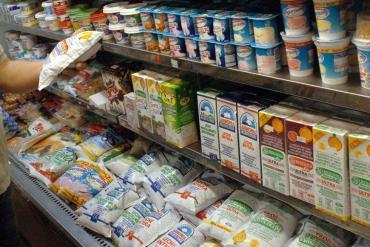 Coronavirus: Gobierno compensará a supermercados y almacenes para mantener el precio de la leche