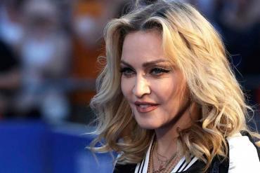 Madonna encendió las redes sociales con una foto casi desnuda