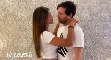 El apasionado beso entre Messi y Antonela Roccuzzo en el nuevo video de Residente