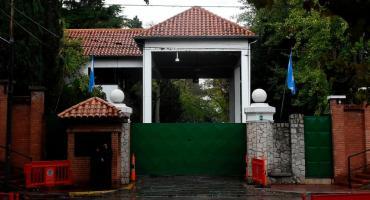 Un hombre fue detenido por arrojar una bomba molotov contra la quinta de Olivos