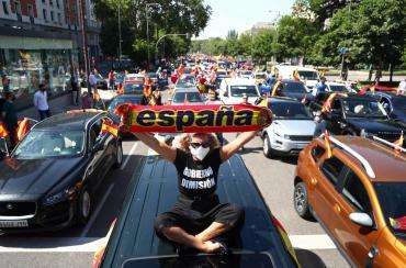 Masivas marchas en España contra Pedro Sánchez por la cuarentena y el manejo del coronavirus