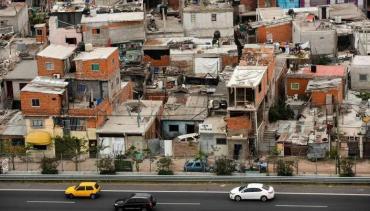 Según la UCA, 57% de los hogares vio reducir sus ingresos durante el aislamiento