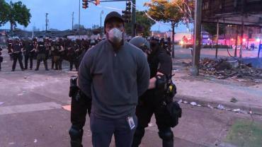 Arrestaron en vivo a periodistas de CNN que cubrían los disturbios en Minneapolis por la muerte de George Floyd