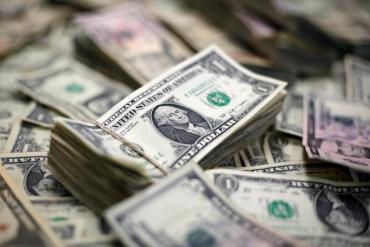 """Dólar: El Gobierno analiza bajar límites para la compra del tipo """"solidario"""" o reflotar el"""