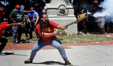 En Uruguay, detuvieron al militante de izquierda que disparó con un mortero casero frente al Congreso