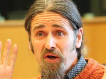 VIDEO: diputado irlandés intervino en el Parlamento Europeo sin pantalones