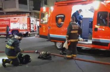 Dos nuevas explosiones en la perfumería de Villa Crespo en la que murieron dos bomberos