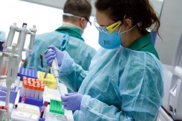 Encuentran 47 medicamentos ya conocidos que pueden luchar contra el coronavirus