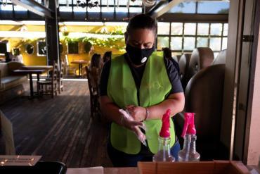 EE.UU.solicitó a losvacunados volver a usar mascarilla en interiores en casi todo el país
