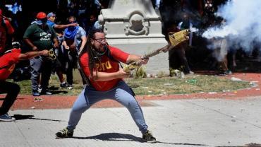 Uruguay concedió extradición de Sebastián Romero, activista que disparó con mortero frente al Congreso