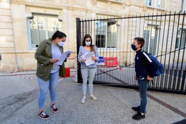 Francia reabrió sus colegios a dos semanas de las vacaciones tras pico de coronavirus