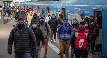 Amplían la cantidad de pasajeros que podrán viajar en colectivos, micros y trenes