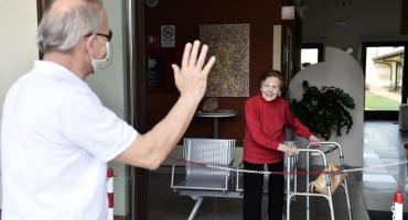 Coronavirus en Italia: pagarán 1.200 euros a abuelos por cuidar a sus nietos