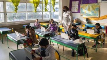 Miles de niños volvieron a las escuelas en Uruguay con nuevas precauciones