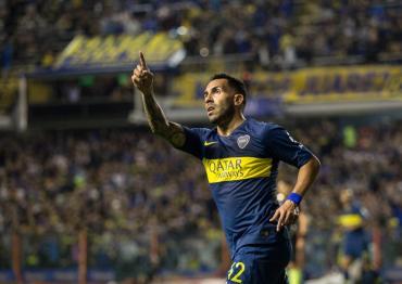 Un club paraguayo busca a Tevez que sigue sin arreglar con Boca, ¿romperá el mercado?