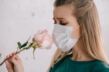 Estudio revela cuánto tiempo tardan pacientes con coronavirus en recuperar el gusto y el olfato