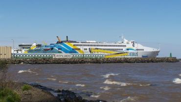 Se inicia un estricto control sanitario en Uruguay, tras casos de argentinos que viajaron en un barco con coronavirus