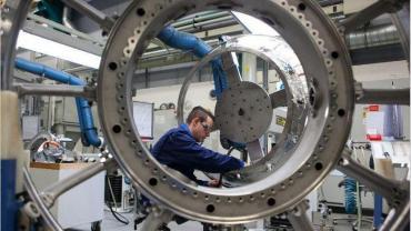 Según el Indec, la construcción cayó 48,6% y la industria 26,4% anual en mayo