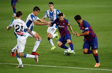 Messi no brilló, pero Barcelona le ganó al Espanyol y lo mandó al descenso