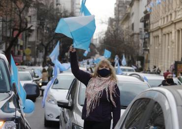9 de Julio: masivo banderazo en toda la Argentina