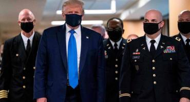 Trump se mostró por primera vez con tapabocas en el día que EEUU reportó récord de contagios