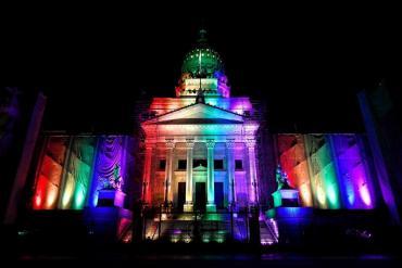 El Congreso se ilumina con los colores de la diversidad, por primera vez en la historia