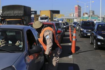Nueva cuarentena: retendrán licencia de conducir a quienes no tengan permiso de circulación