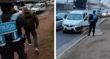 VIDEO: golpeó a agente de tránsito porque le pidió permiso de circulación y fue detenido